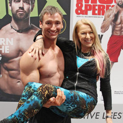Elisabetta with Ian Lauer at Oxygen Mag and Muscle & Performance Mag Booth