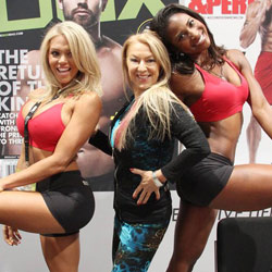 Elisabetta Rogiani with Koya Webb & Loni Willison (wearing Rogiani) at Oxygen Mag and Muscle & Performance Mag Booth